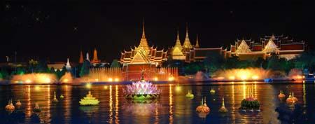 ลอยกระทง เป็นประเพณีโบราณของไทย ซึ่งใช้กระทงที่ตกแต่งอย่างสวยงามบรรจุธูปเทียนจุดไฟ แล้วนำไปลอยในลำน้ำ ในคืนเดือนเพ็ญกลางเดือน 12